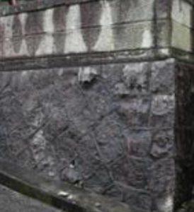 カビ・汚れが気になる洗浄前のコンクリート外壁