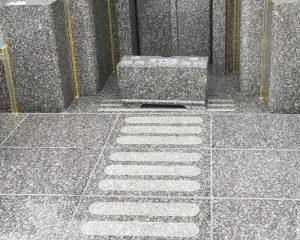 近年沖縄でも御影石のお墓が増えている