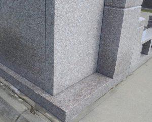 2年前設置の御影石のお墓