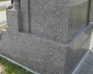 お墓の美観を維持するには経験と技術がいります。