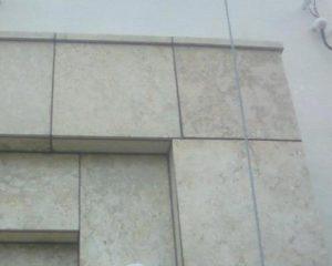 外壁の琉球石灰岩に付着したカビ除去が完了