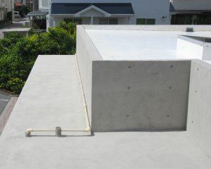屋上の打ちっぱなしコンクリート風合復元が完了しました。