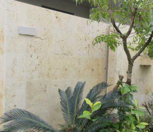 琉球石灰岩を改質強化・黒カビ防止の浸透性コーティング