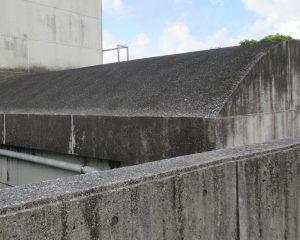 沖縄は、海水も受けやすい地域なのでコンクリートに影響