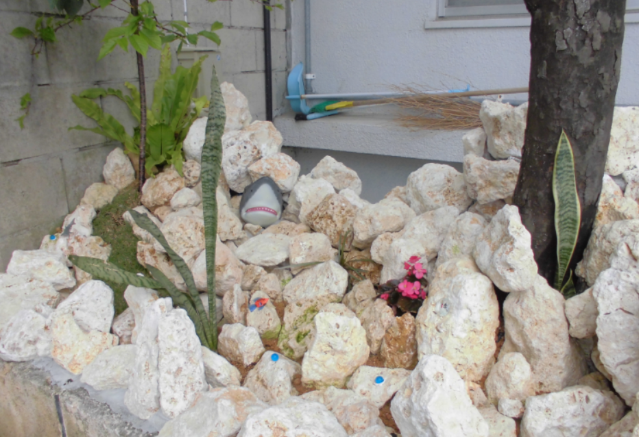 琉球石灰岩アレンジメント 原石の坪庭エクステリア