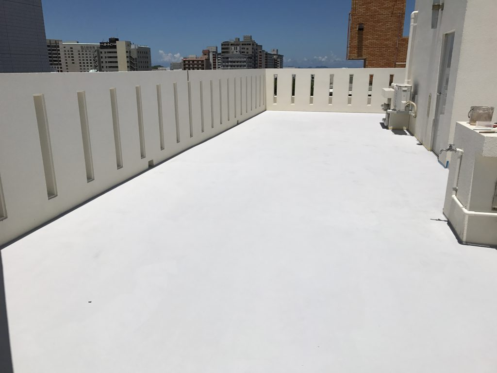屋上の高耐久性の特殊防水と遮熱施工