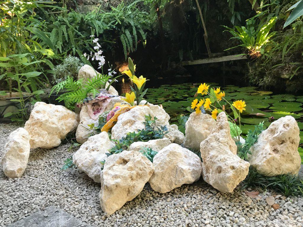琉球石灰岩アレンジメント 特殊加工で自然な風合いの白さを維持します。