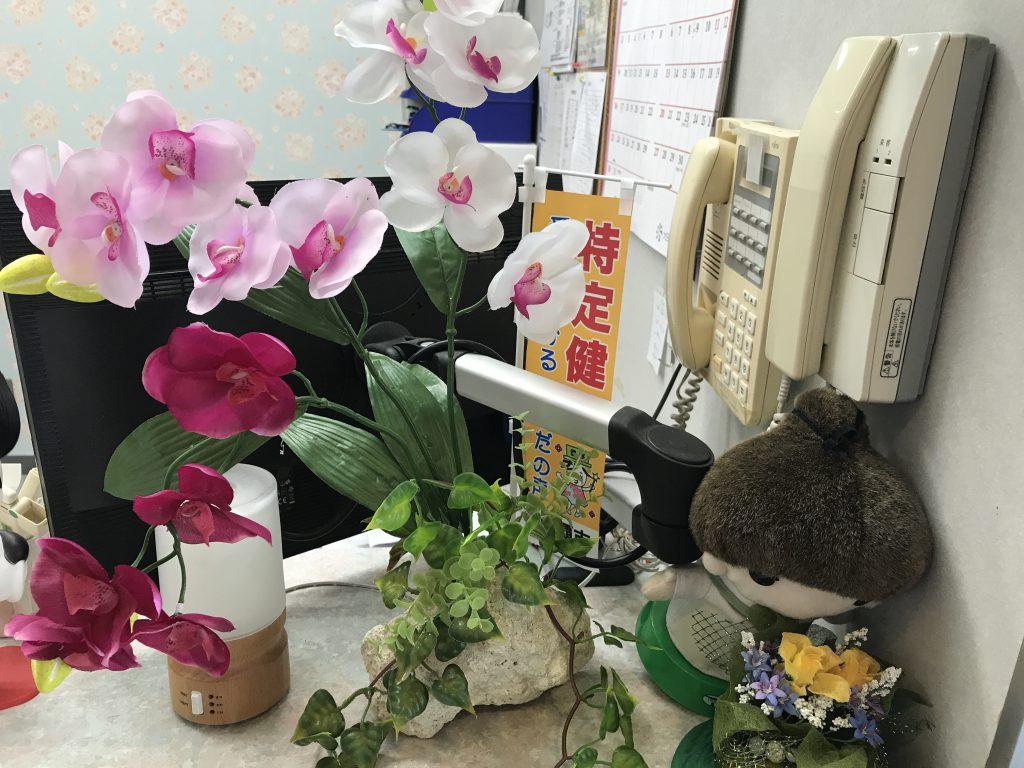 琉球石灰岩アレンジメント特殊加工胡蝶蘭三色飾アロマ付き造花 作品番号GE-001