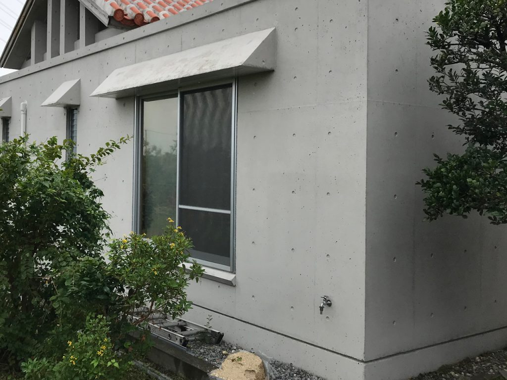 打ちっ放しコンクリートの外壁施工2年経過