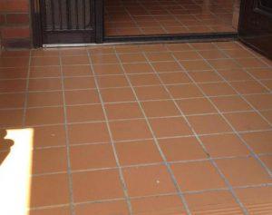 玄関タイルのコーティング後は、掃除が驚くほど楽になります^^