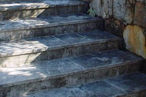 階段の劣化した琉球石灰岩を復元特殊コーティング