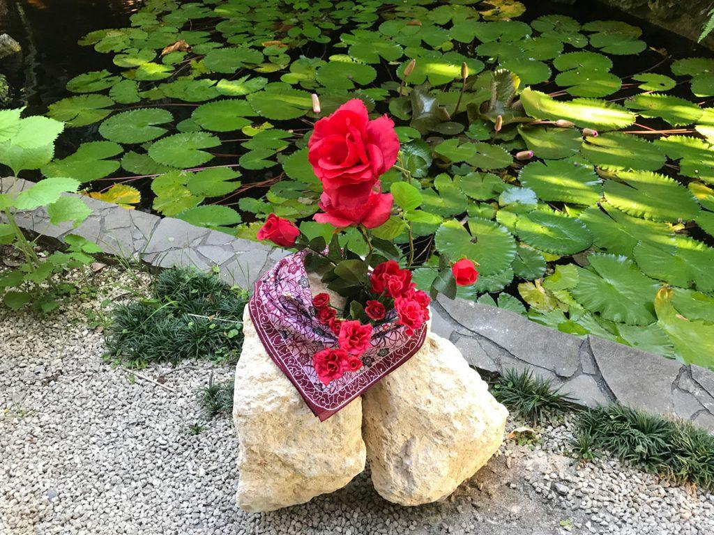 琉球石灰岩アレンジメント 琉球石灰岩原石と薔薇の作品庭坪GE-005