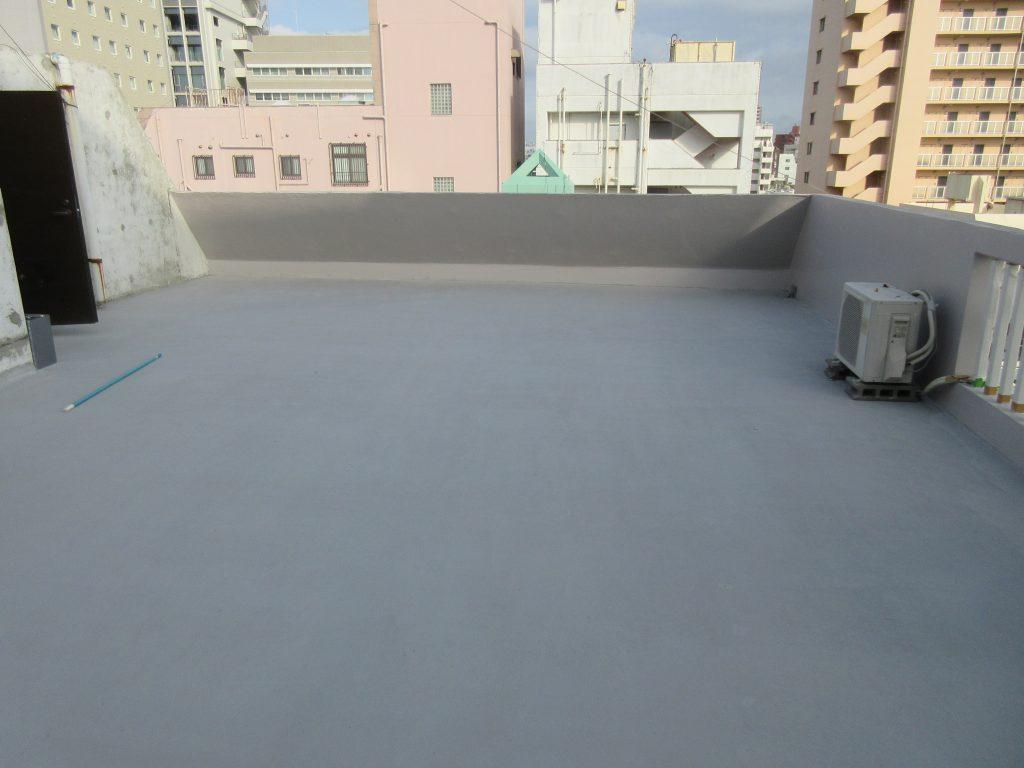 屋上のコンクリートを内面改質で強化し高耐久性特殊防水施工。