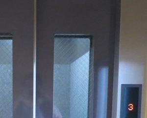エレベーターの上部など錆が進行すると孔食(黒い点)が残る