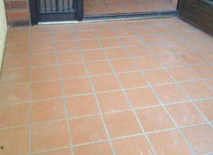 玄関タイルの洗浄と滑り止めコーティング