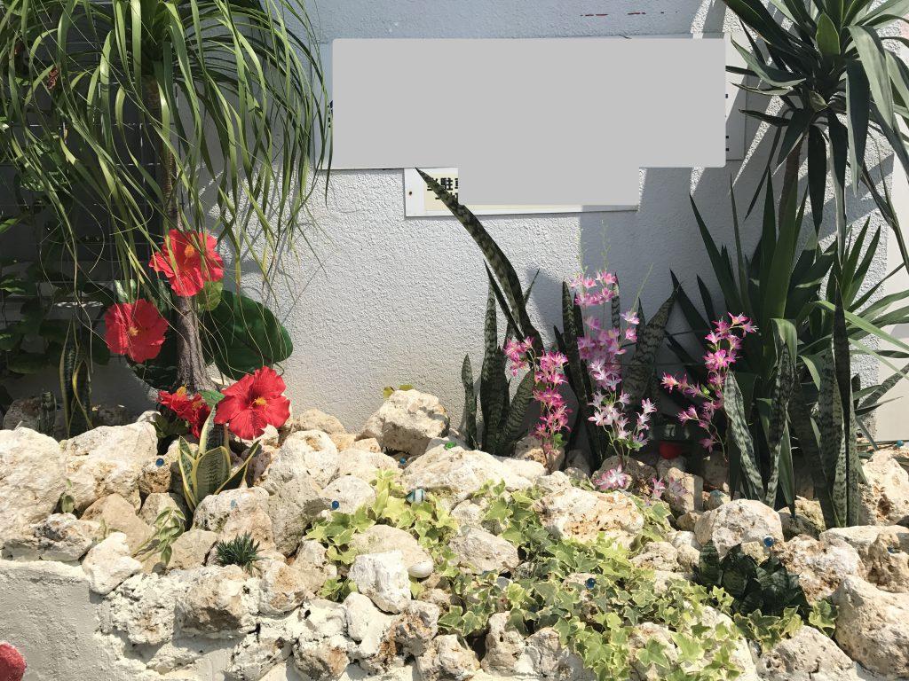 琉球石灰岩アレンジメント 琉球石灰岩と花をモチーフした石庭