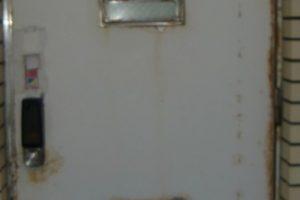 ステンレスドア錆除去と防錆コーティング