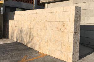 門扉の琉球石灰岩が綺麗に!